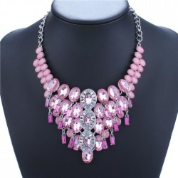 collier rose à strass