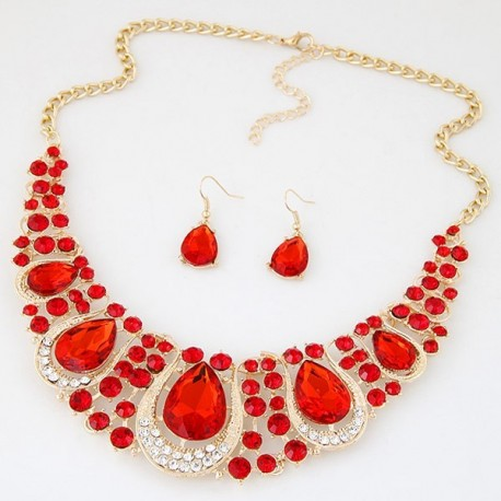 Collier rouge en strass